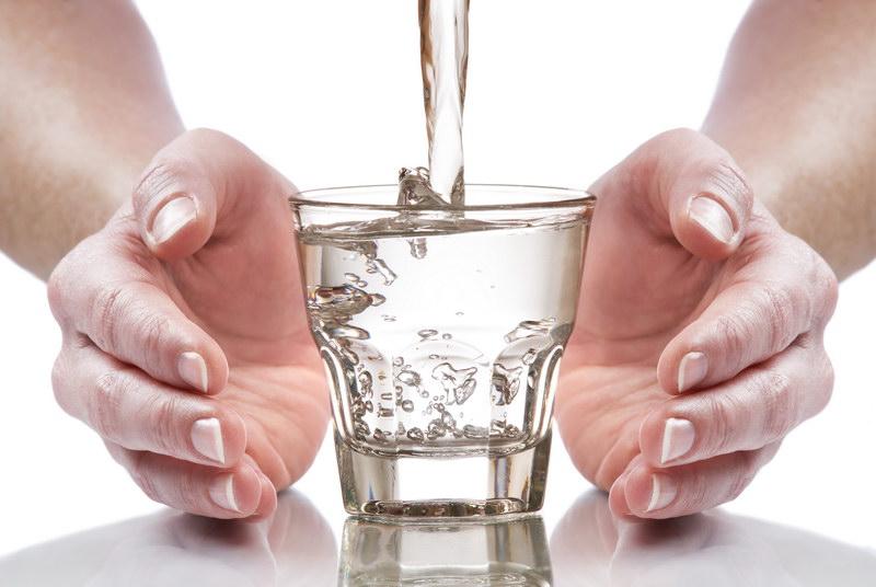 не нужно выпивать каждый день 2 литра воды